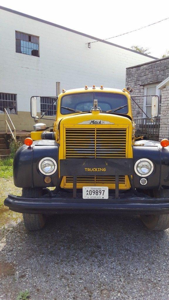 very nice 1962 Mack b75 truck