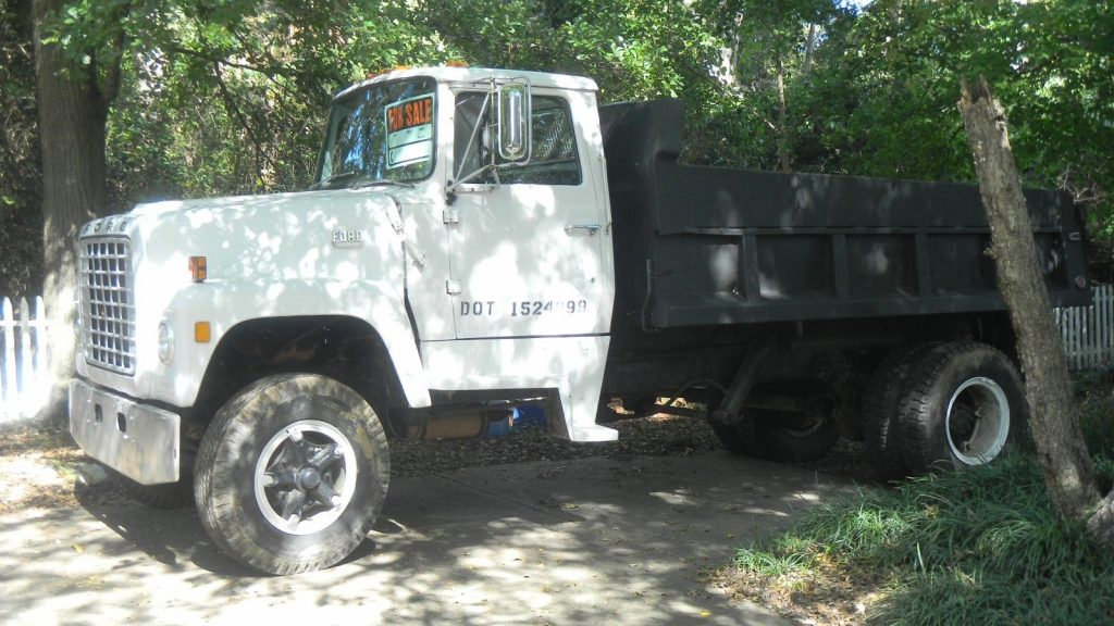 very reliable and solid 1972 Ford L 900 truck