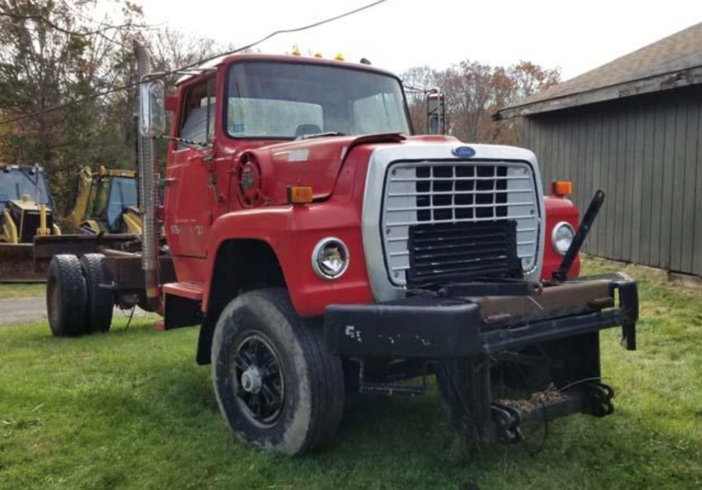 cab and chassis 1985 Ford L Series truck