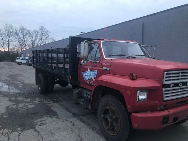 low miles 1982 Ford F700 truck