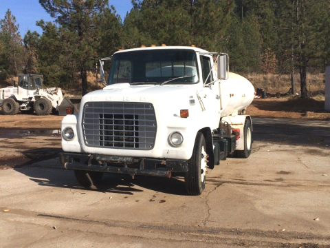 new plumbing 1981 Ford 7000 truck for sale