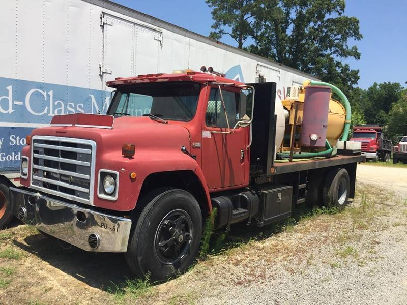solid 1985 International S SERIES Vacuum truck