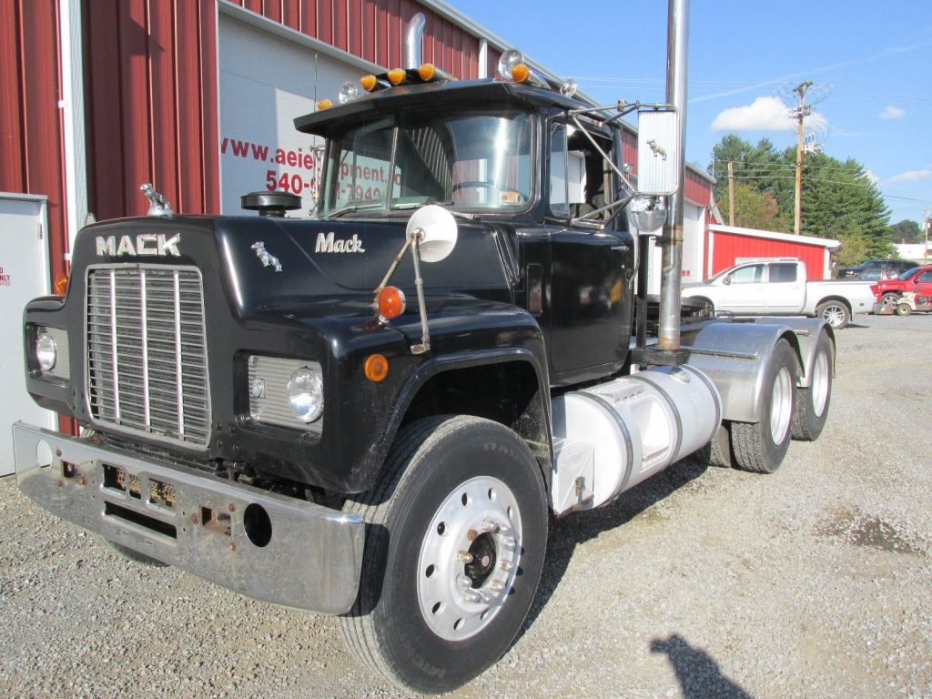 rust free 1988 MACK R688ST truck for sale