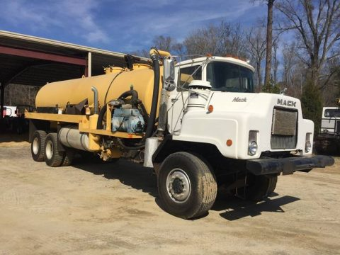 decent mileage 1991 Mack DM 690S Vacuum Truck for sale