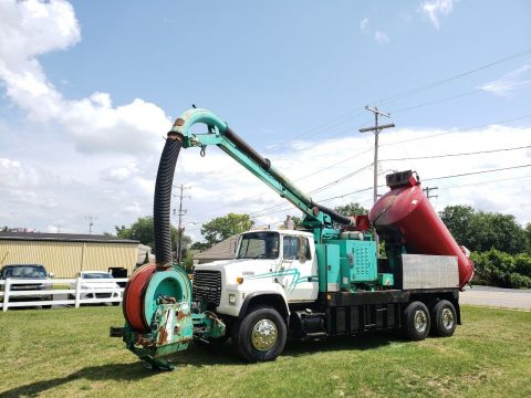 great shape 1995 Ford 8000 Vacuum truck for sale