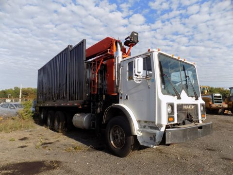 heavy duty 1994 Mack MR690S Grapple Truck for sale
