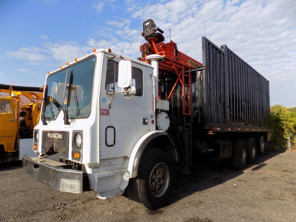 heavy duty 1994 Mack MR690S Grapple Truck