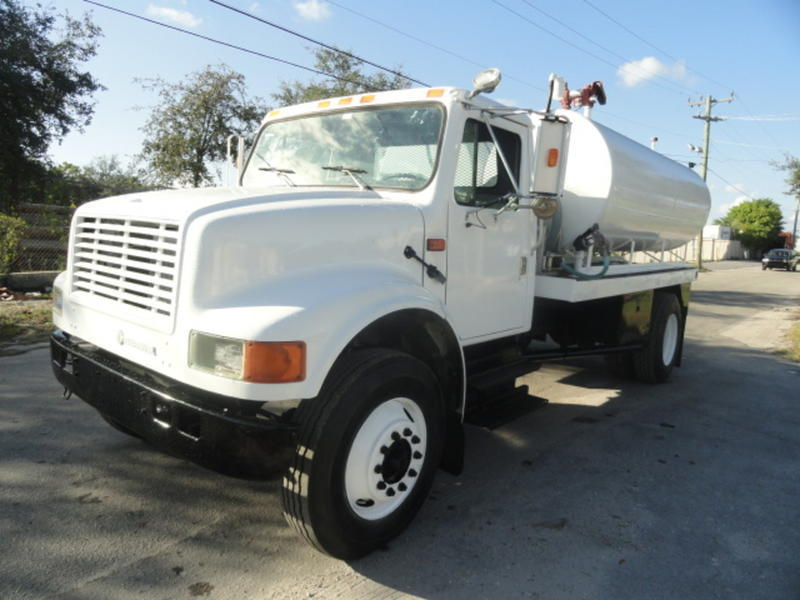 low miles 1994 International 4900 fuel truck