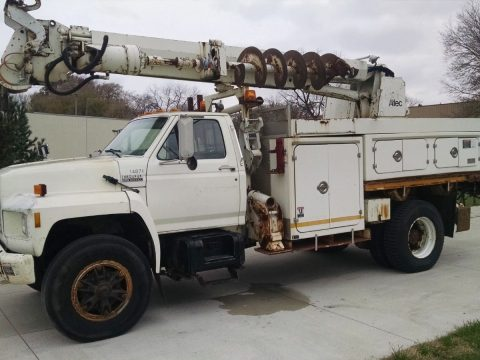 Runs and drives great 1994 Ford F800 Digger Derrick truck for sale