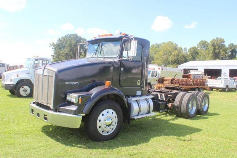 solid 1990 Kenworth T800 Tandem Axle truck