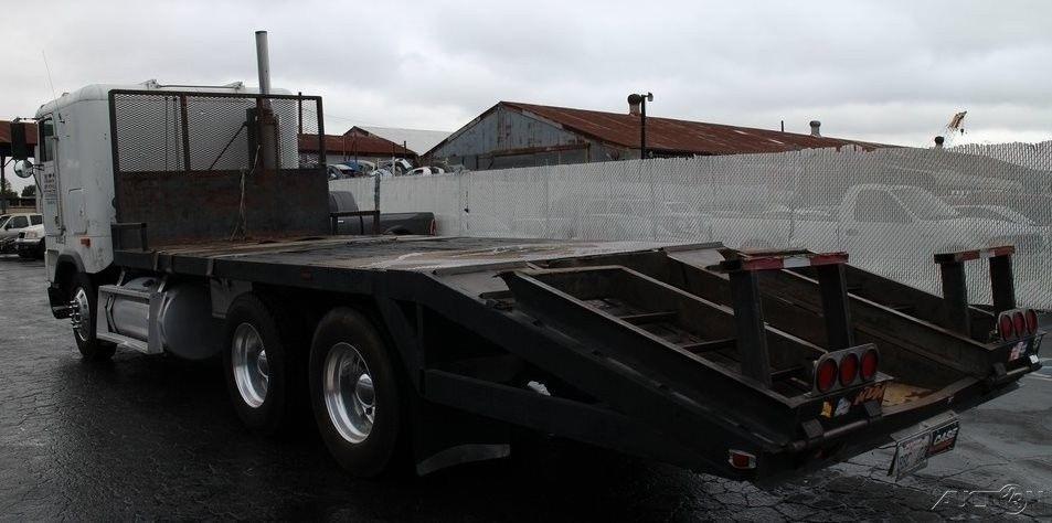 solid 1995 Freightliner truck