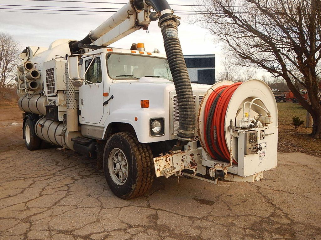 solid 2000 Freightliner Vactor 2100 sewer cleaning truck
