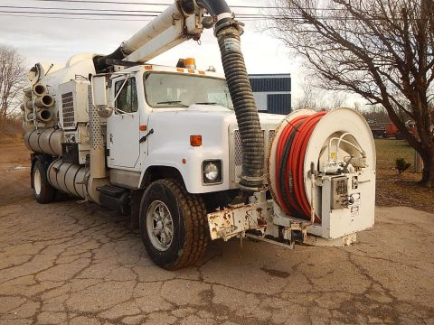 solid 2000 Freightliner Vactor 2100 sewer cleaning truck for sale