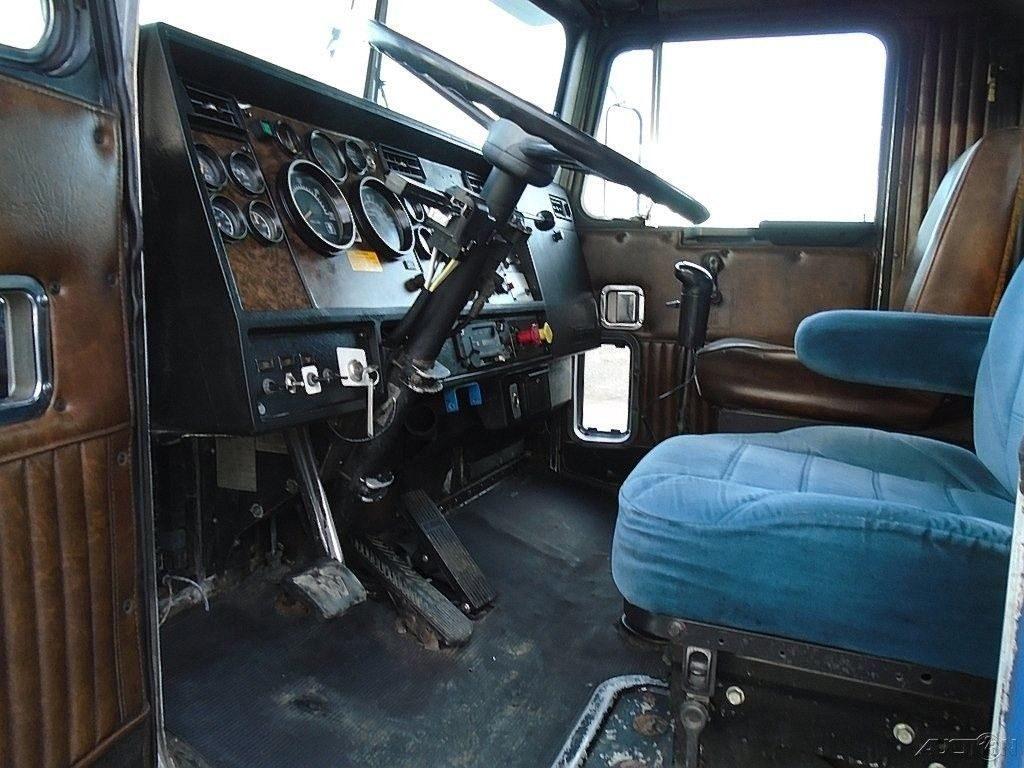 very clean 1992 Kenworth T800 truck