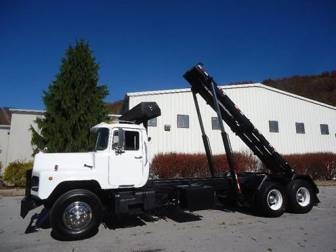 very nice and clean 1994 MACK / Galbreath DM690S truck for sale