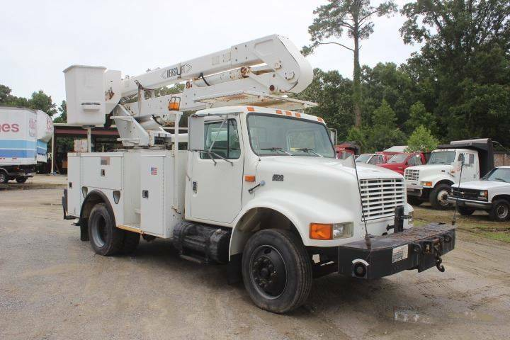 solid 1997 International 4700 truck