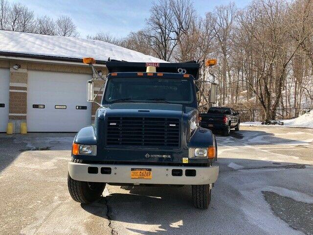 lightly used 1998 International 4700 truck