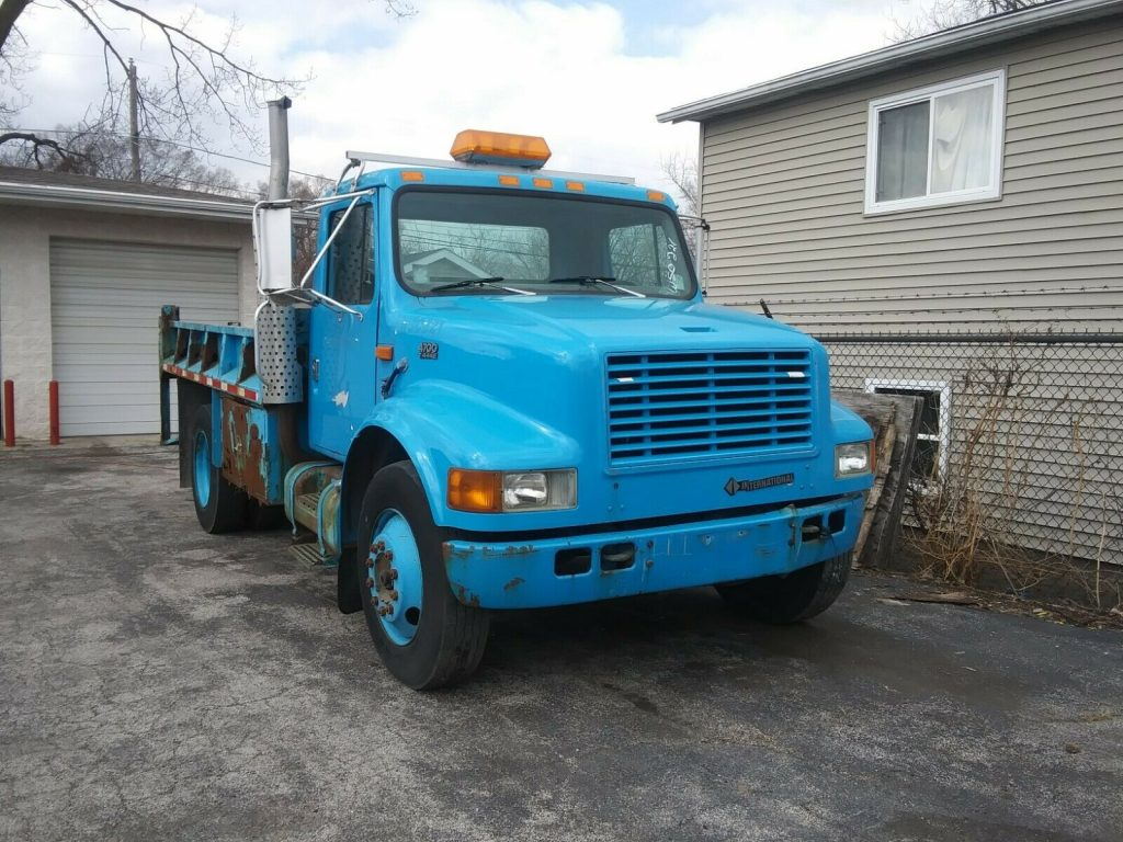 low mileage 1998 International 4700 truck