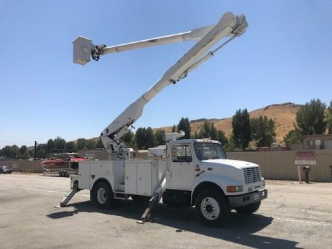 low miles 1998 International 4700 boom bucket truck for sale
