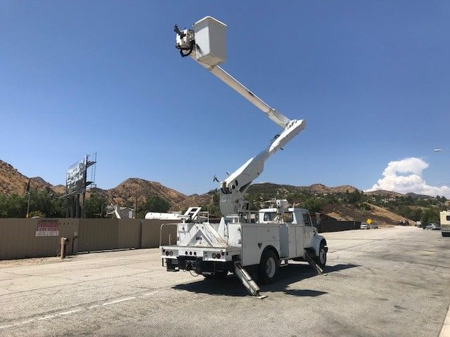 low miles 1998 International 4700 boom bucket truck