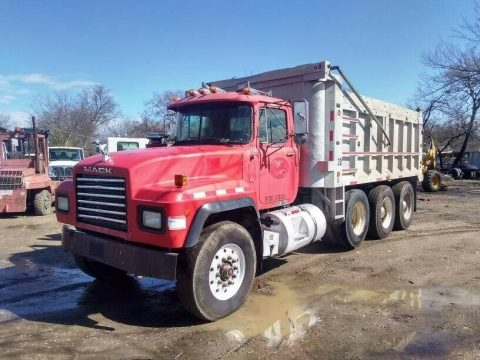 nice 1998 Mack RD688S truck for sale