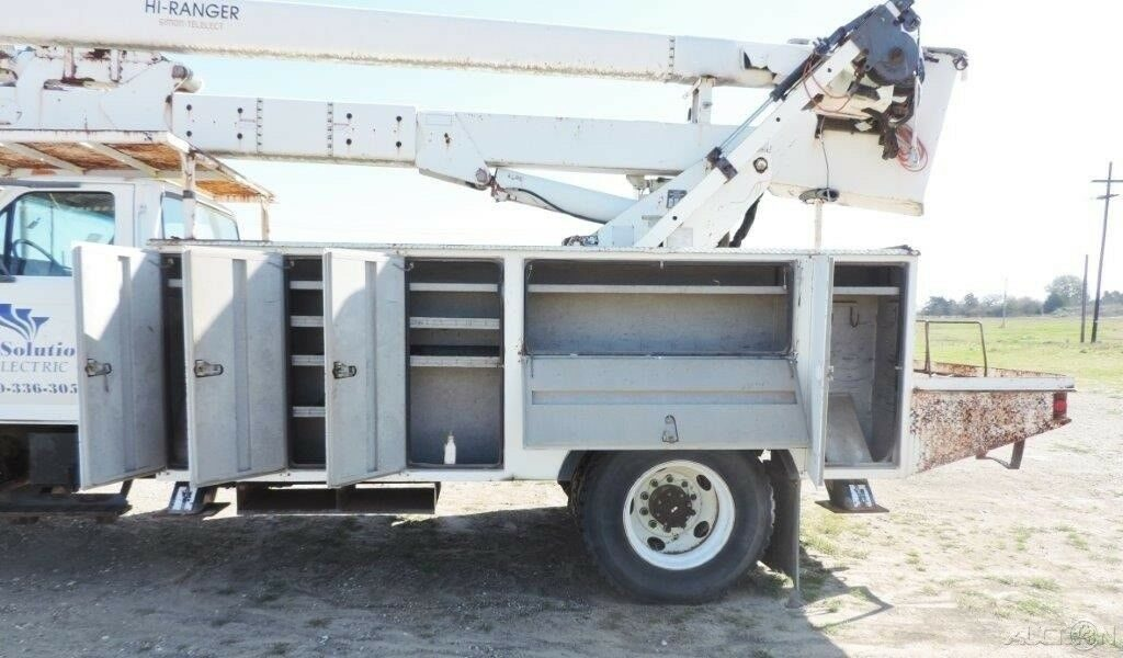 solid 1998 Ford F Series bucket truck