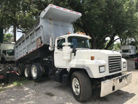 solid 1998 MACK RD690S truck for sale