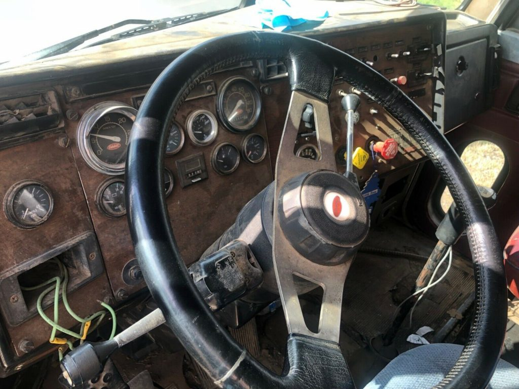 solid 1998 Peterbilt 377 truck