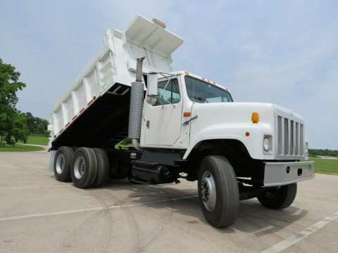 very nice 1998 International 2574 truck for sale