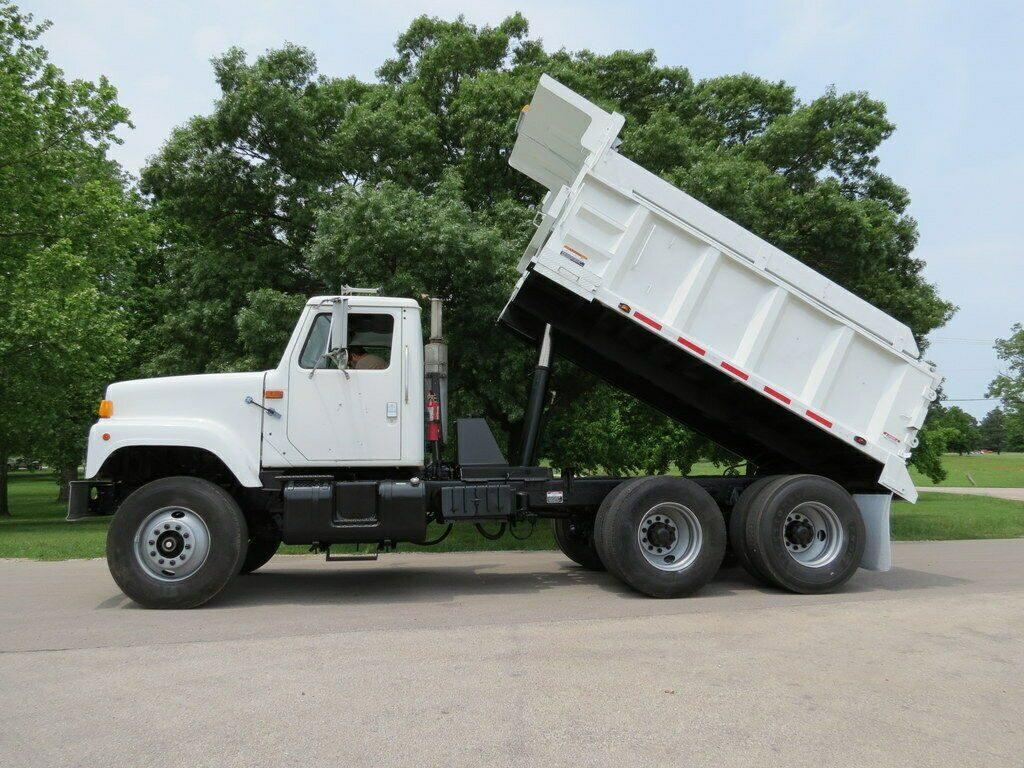 very nice 1998 International 2574 truck