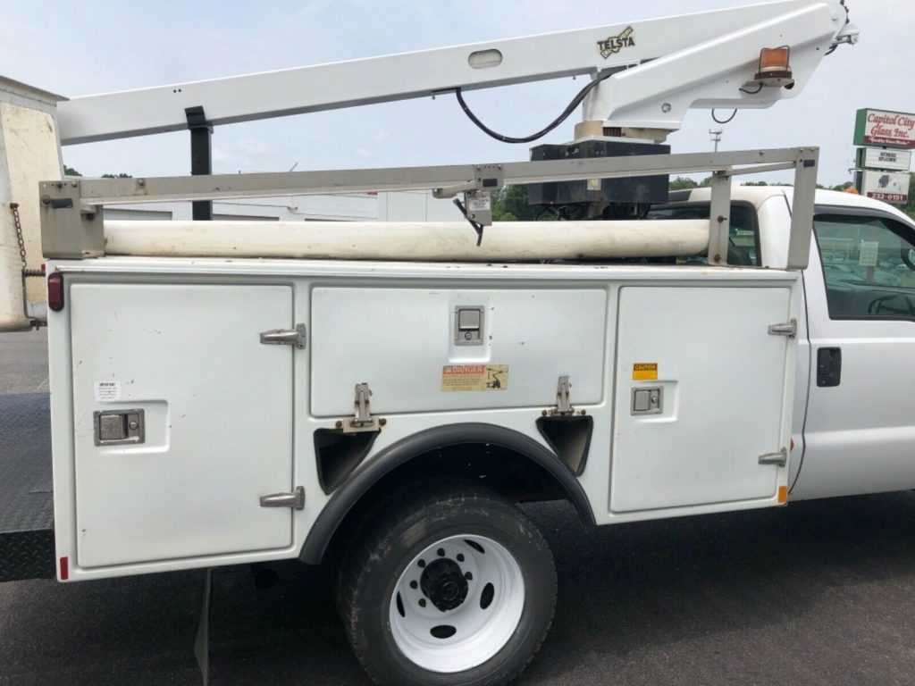 great working 2002 Ford F 450 bucket boom truck