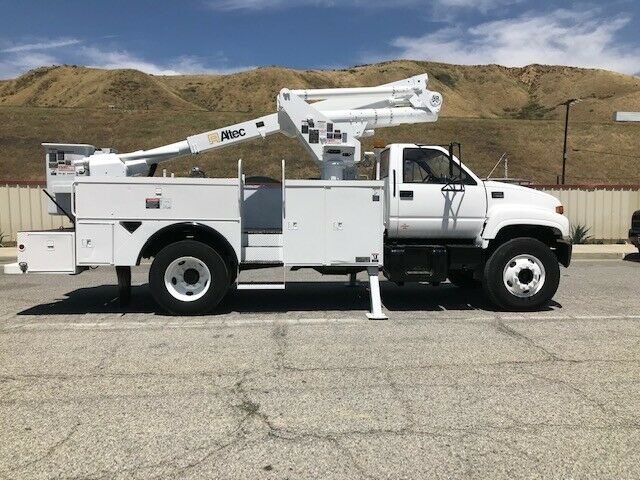 loaded 2000 GMC C7500 truck