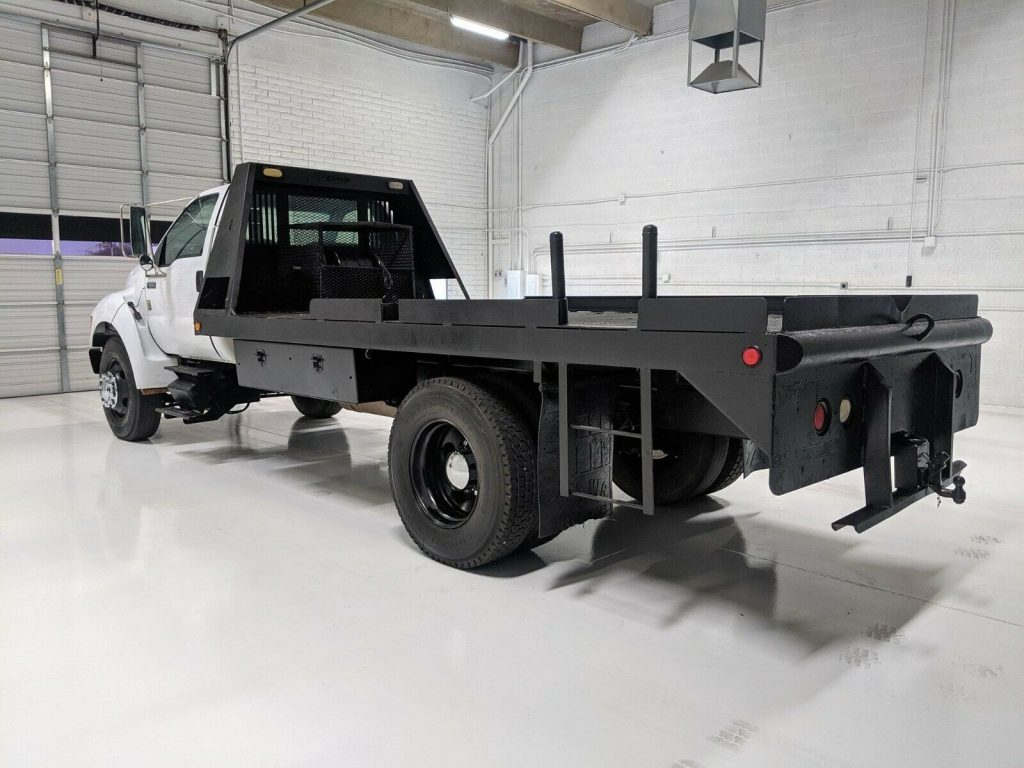 low miles 2000 Ford F 650 Flatbed Winch Truck