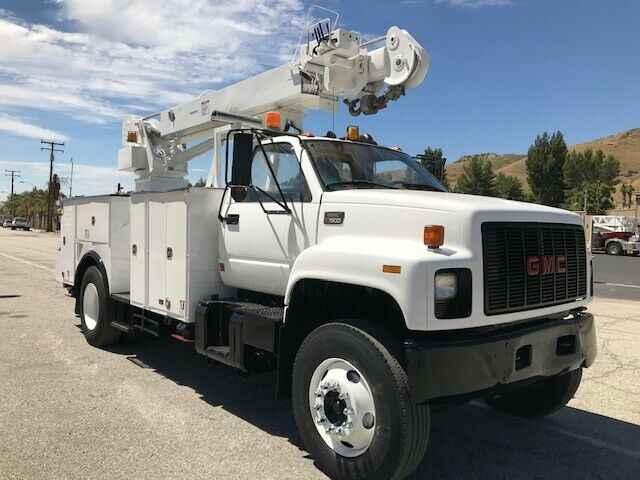 low miles 2000 GMC C 7500 truck