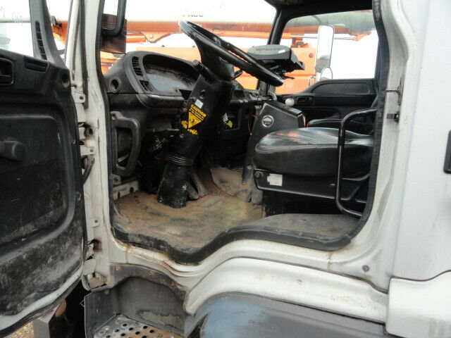 solid 2000 GMC T7500 truck