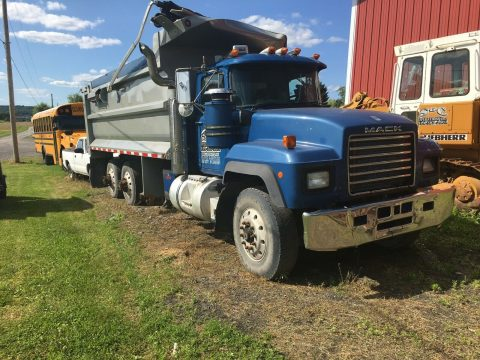tri axle 2000 Mack truck for sale