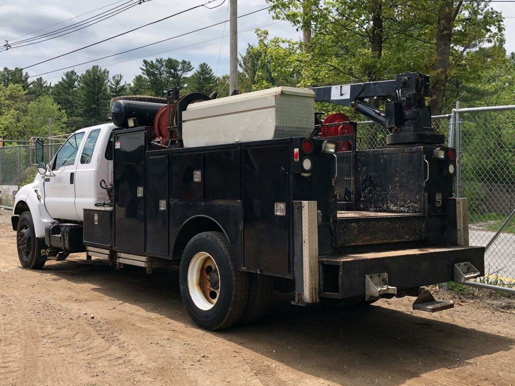 very solid 2000 Ford f650 truck