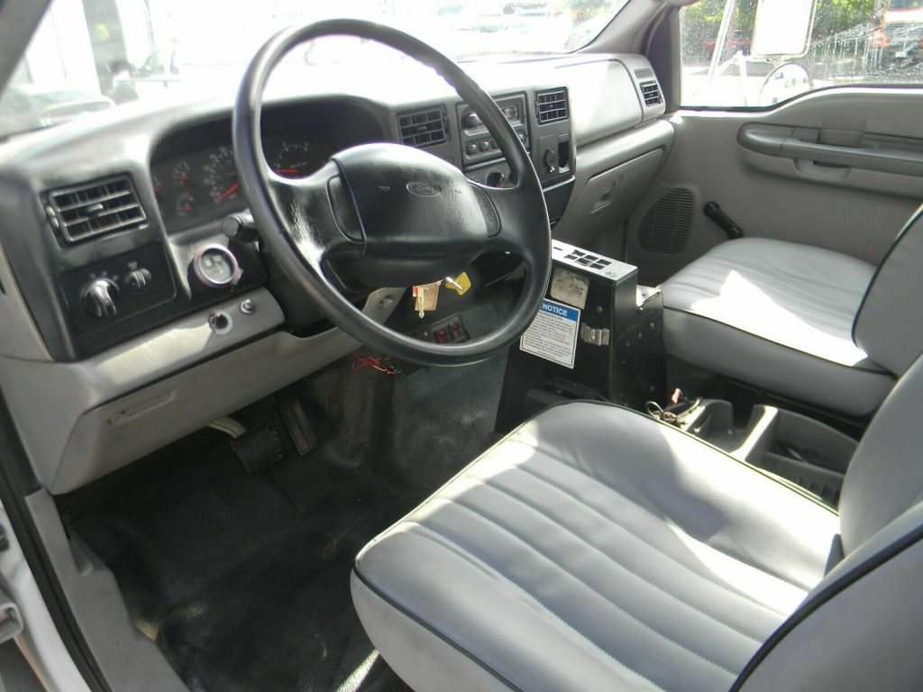 well equipped 2000 Ford F750 Super Duty truck