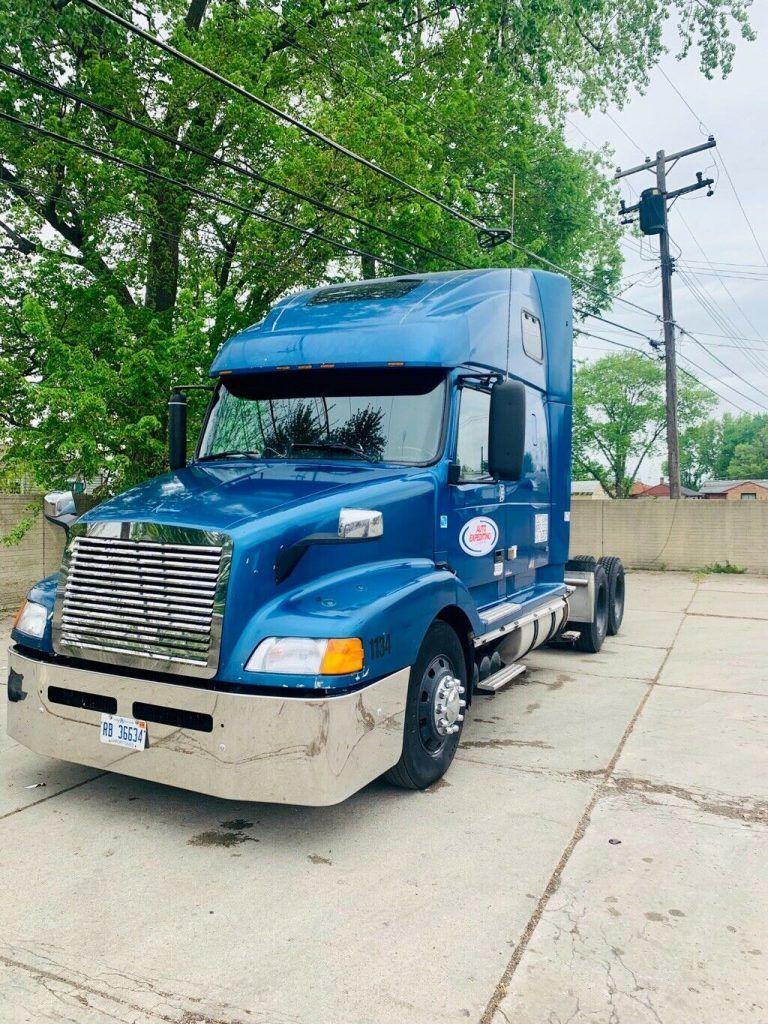 well serviced 2000 Volvo VNL660 truck