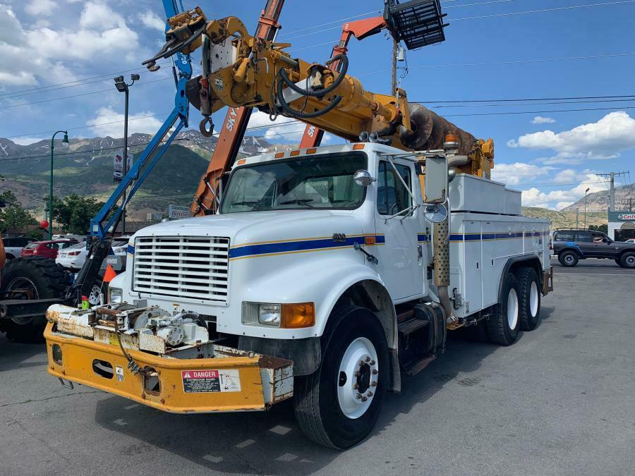 Extremely well equipped 2000 International 4900 truck