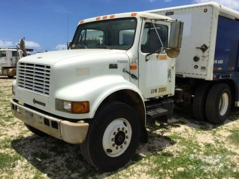 great shape 2000 International 4900 truck for sale
