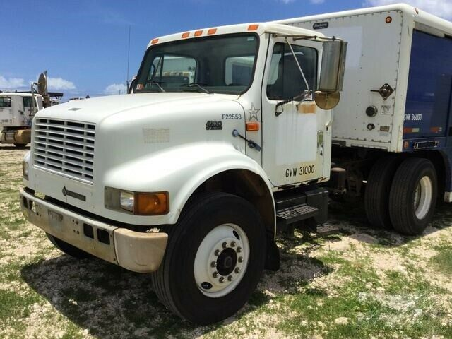 great shape 2000 International 4900 truck