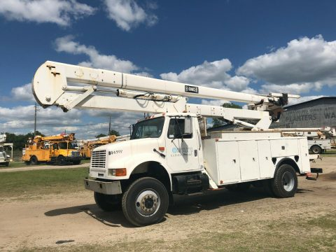 low miles 2000 International 4800 Bucket Boom Truck for sale