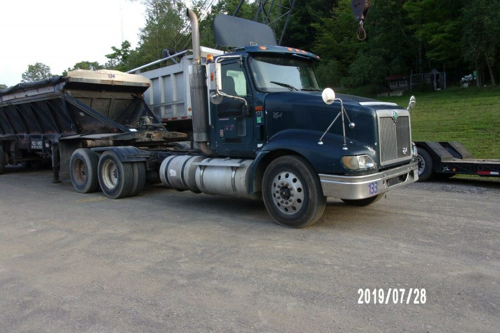 solid 2000 International 9400 truck