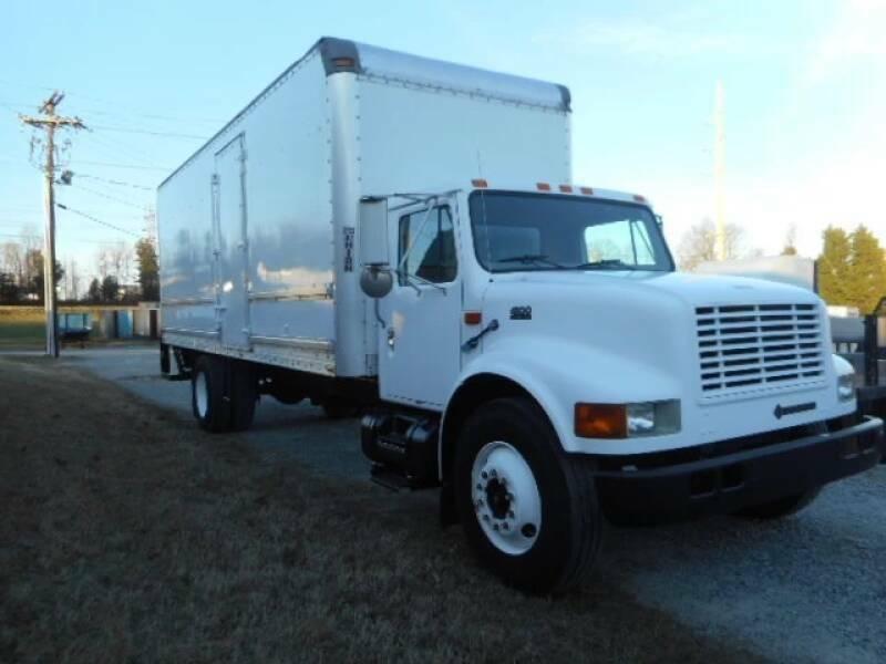 very clean 2000 International 4300 box truck