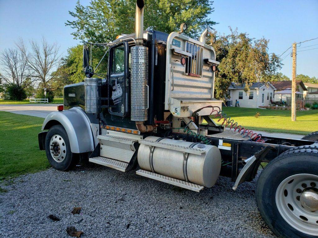 needs TLC 2001 Kenworth W900l Daycab Semi Truck