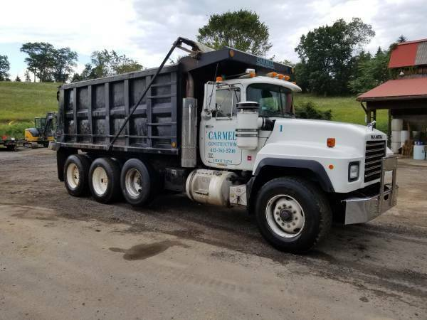 ready for work 2001 Mack RD688S truck