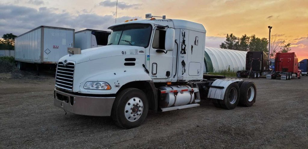 strong 2001 Mack Vision CXN613 truck