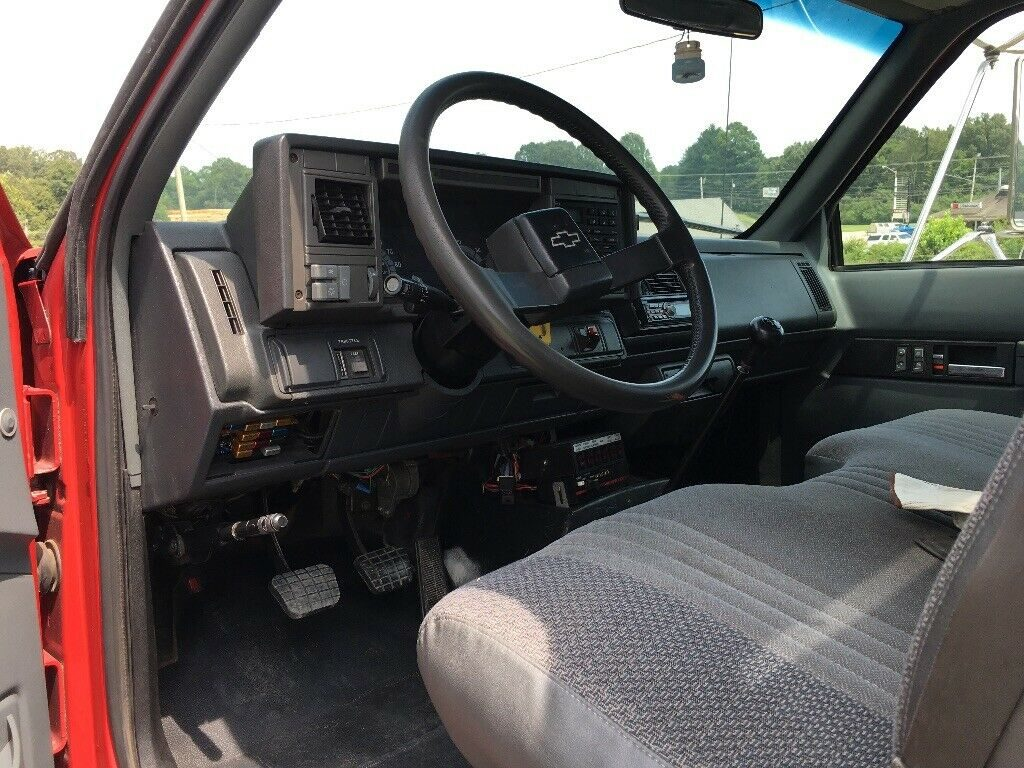 well equipped 2001 Chevrolet C6500 Wrecker tow truck