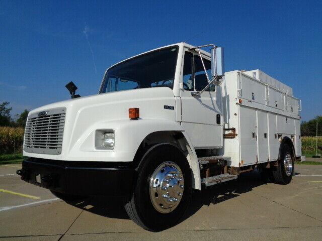 clean 2003 Freightliner FL70 truck
